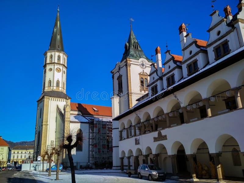 Ayuntamiento viejo, campanario e iglesia en Levoca imagen de archivo libre de regalías