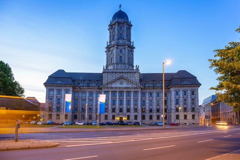 Ayuntamiento viejo en Berlín en el amanecer fotografía de archivo