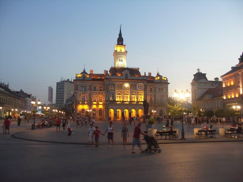 Ayuntamiento y cuadrado de la libertad en Novi Sad, Serbia imágenes de archivo libres de regalías
