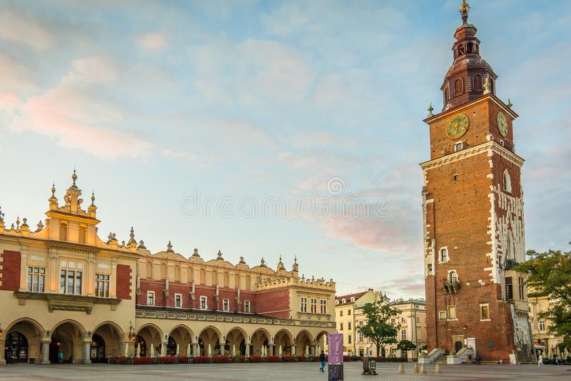 Ayuntamiento y el cuadrado en Kraków, Polonia foto de archivo libre de regalías