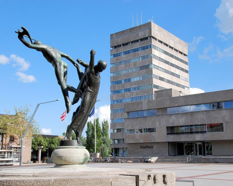 Ayuntamiento y estatua de la libertad, Stadhuisplein, Eindhoven, Países Bajos imágenes de archivo libres de regalías