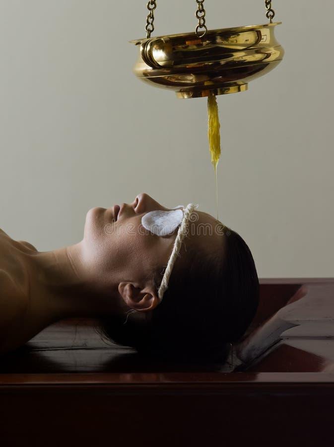 ayurvedic массаж внимательности стоковая фотография rf