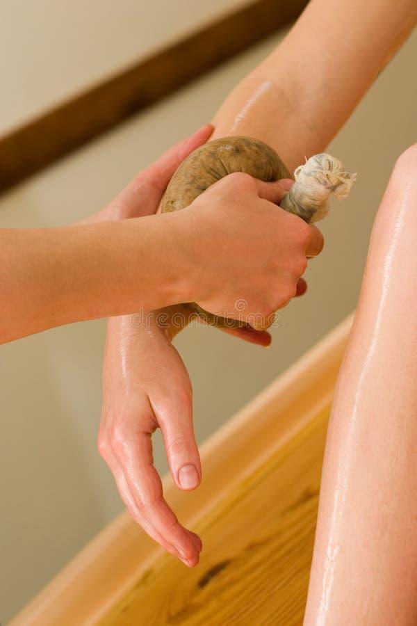 ayurvedic masaż ciała oleju obraz stock