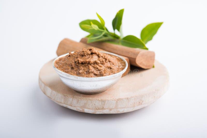 Ayurvedicchandan ou pâte de bois de santal, poudre et huile photos libres de droits