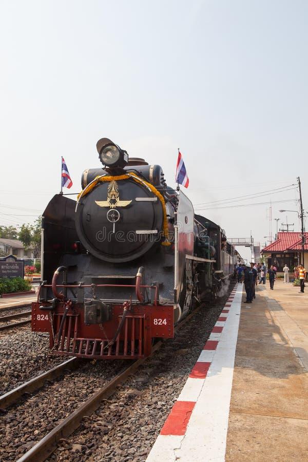 AYUTHAYA TAILANDIA - 28 MARZO: la locomotiva prepara il parcheggio nel bangp fotografia stock