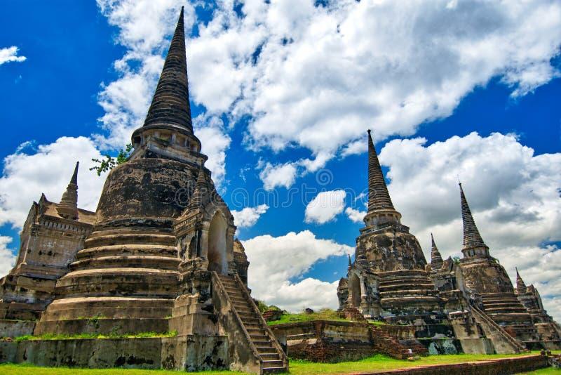Ayutthaya, Таиланд; 3-ье июля 2018: Wat Phra Si Sanphet в парке Ayutthaya историческом стоковые фотографии rf