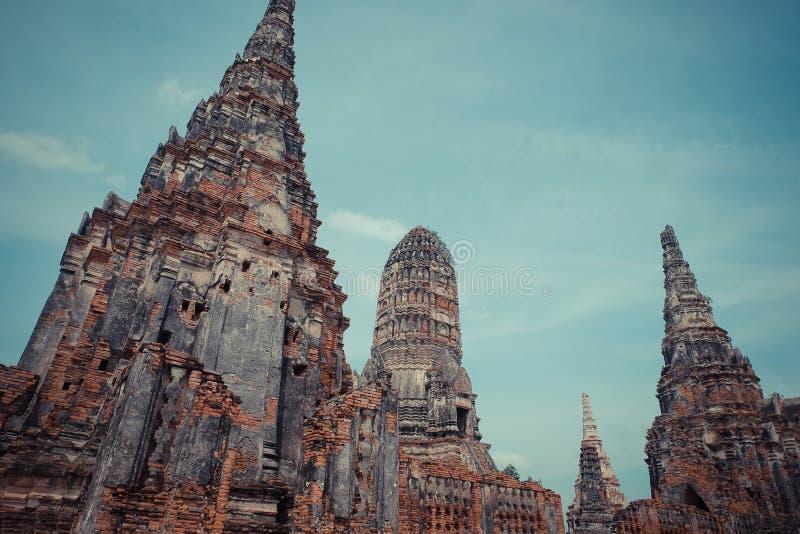 AYUTTHAYA, ТАИЛАНД много туристов со всего мира в chaiwattanaram wat, столице Таиланда старой Ayutthaya Таиланд Ayut стоковое изображение