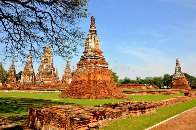 ayutthaya bruten pagoda 2 arkivfoton