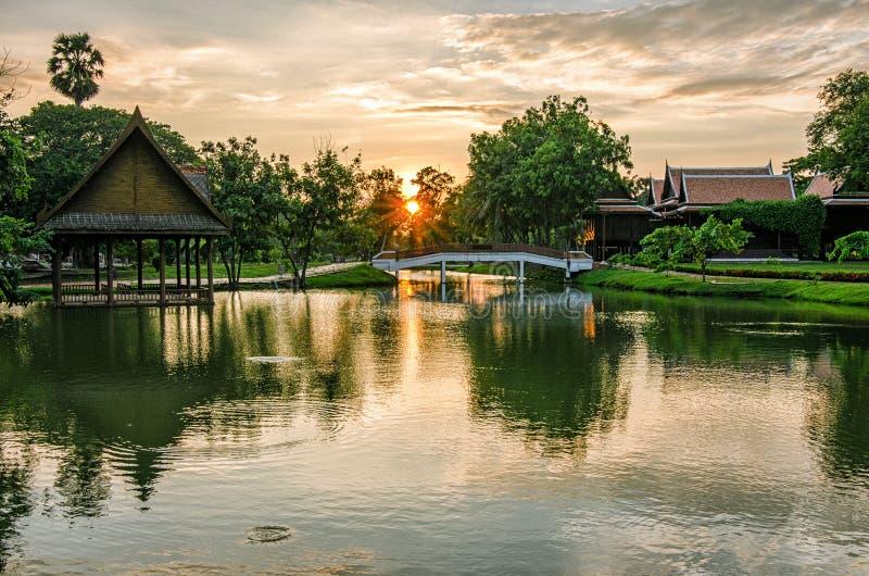 Ayutthaya (Tailândia) no por do sol imagens de stock