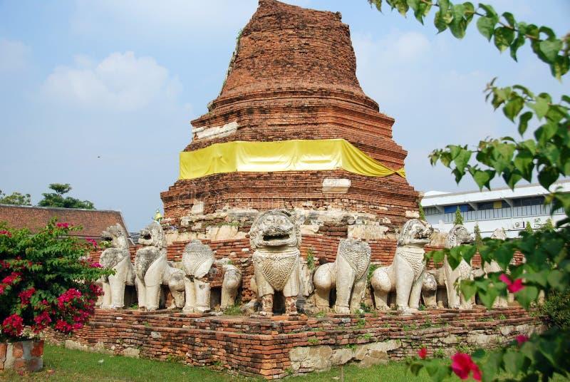 Ayutthaya, Tailândia: Ruínas de Wat Tummickarat imagens de stock royalty free