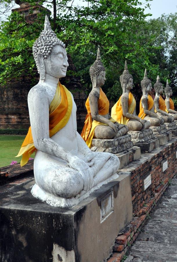 Ayutthaya, Tailândia: Wat Yai Chai Mongkon Buddhas fotografia de stock royalty free