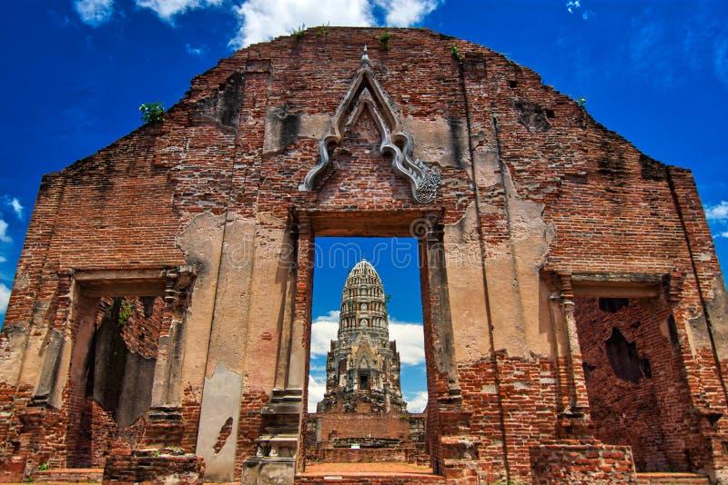 Ayutthaya, Tailandia; 3 de julio de 2018: Wat Ratchaburana en el parque histórico de Ayutthaya fotos de archivo libres de regalías