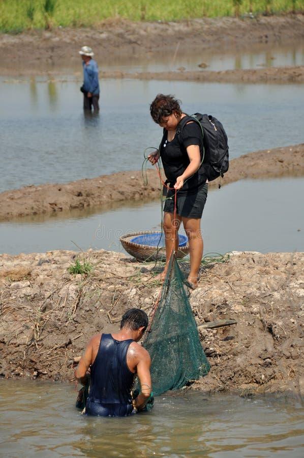Ayutthaya, Tailandia: Gente con la pesca de las redes fotografía de archivo