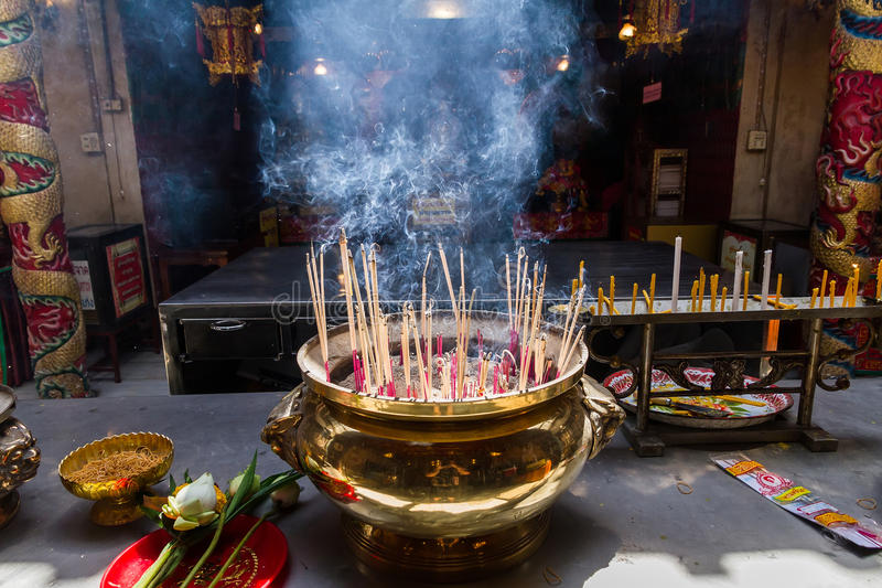 Ayutthaya, Thaïlande - octobre, 21, 2016 : Joss brûlant sur grand images stock
