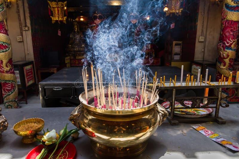 Ayutthaya, Thaïlande - octobre, 21, 2016 : Joss brûlant sur grand photo stock