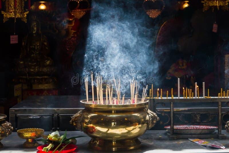 Ayutthaya, Thaïlande - octobre, 21, 2016 : Joss brûlant sur grand image stock