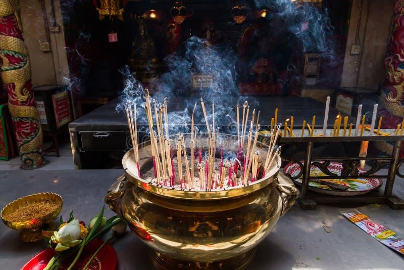 Ayutthaya, Thaïlande - octobre, 21, 2016 : Joss brûlant sur grand images libres de droits