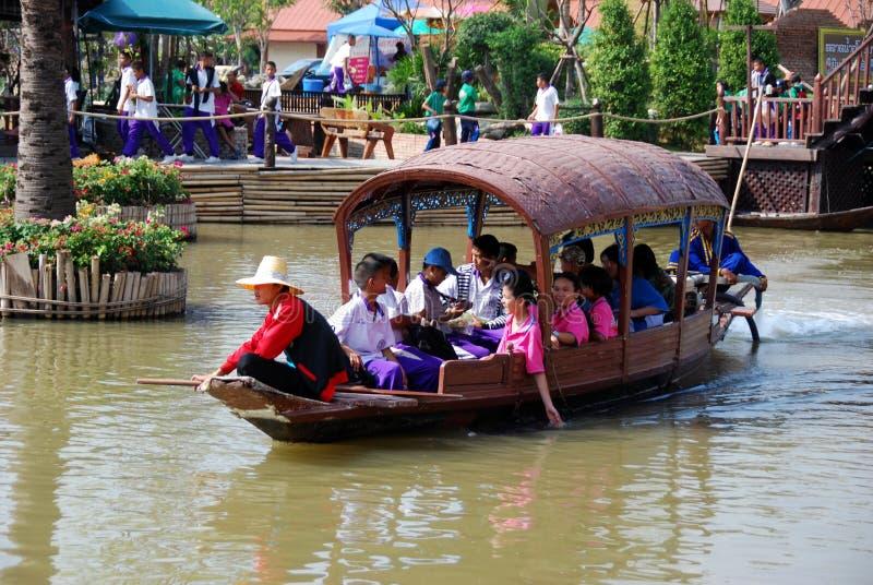Ayutthaya, Thailand: De drijvende Boot van de Toerist van de Markt stock fotografie
