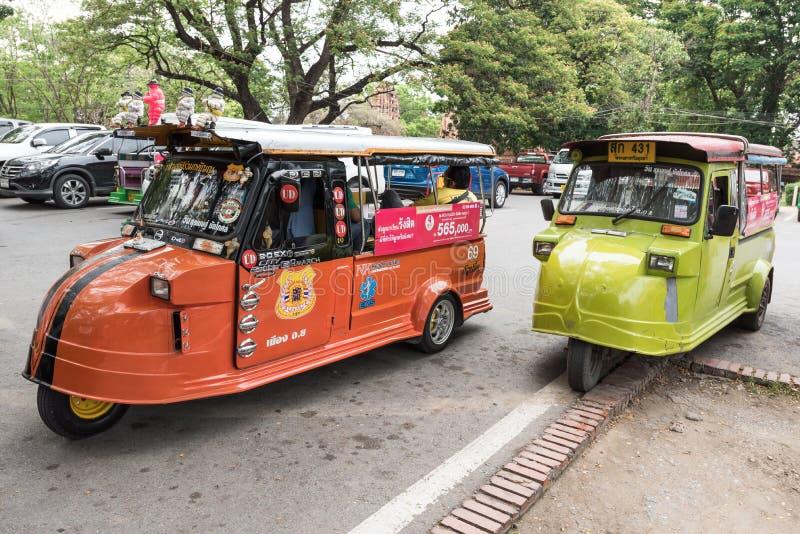 Ayutthaya, THAILAND - 27. März: Thailändisches Taxi Tuk Tuk beim Ayuttha stockfotos