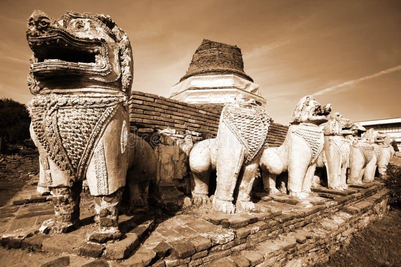 ayutthayaen fördärvar arkivbild