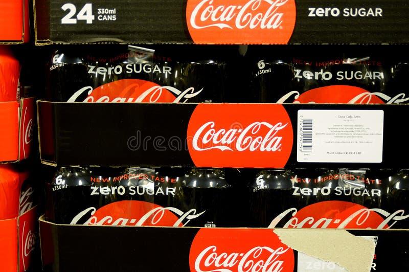 Azúcar cero de la Coca-Cola y Coca-Cola clásica imagenes de archivo