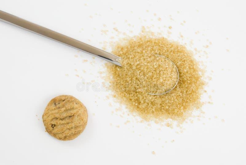 Azúcar de Brown en la cucharilla de plata imagen de archivo