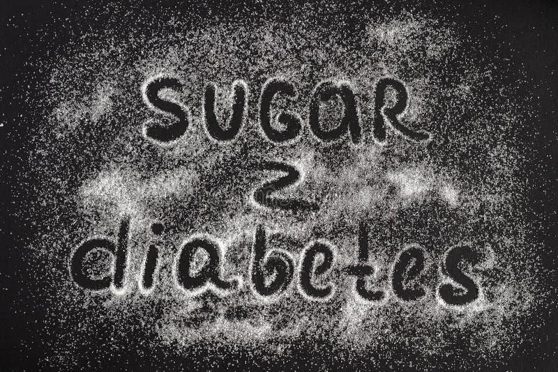 Azúcar del texto - diabetes en una dispersión de los cristales del azúcar, blac imágenes de archivo libres de regalías