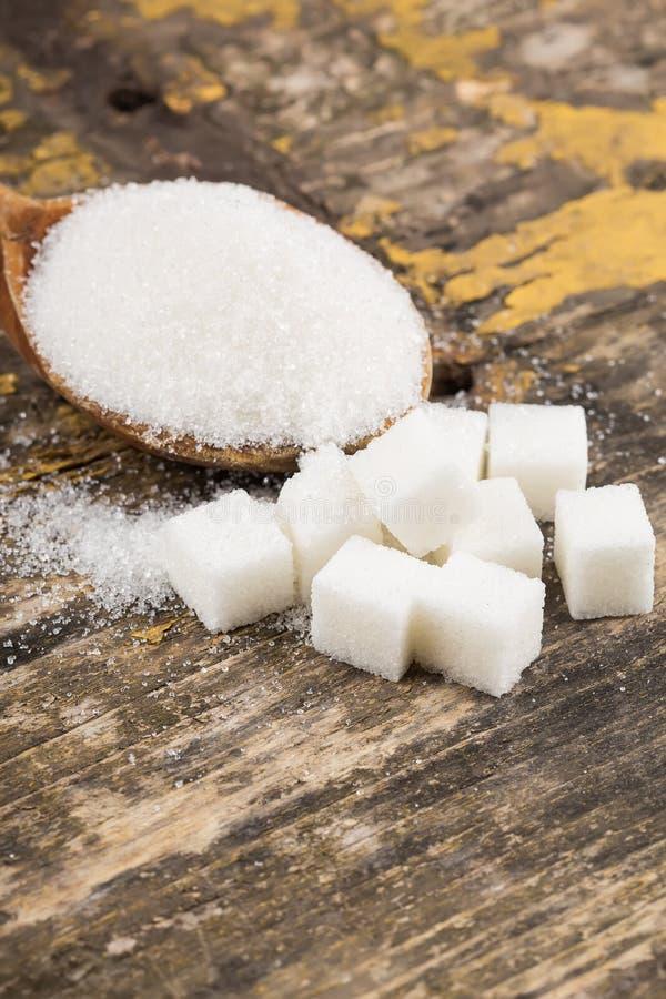 Azúcar en fondo de madera foto de archivo