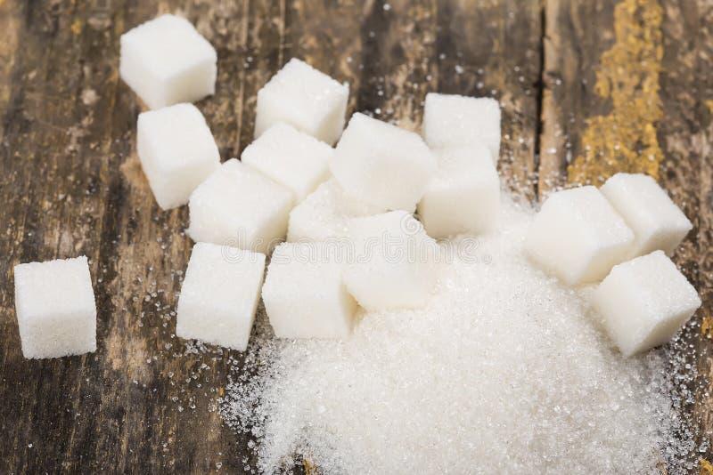 Azúcar en fondo de madera imagenes de archivo