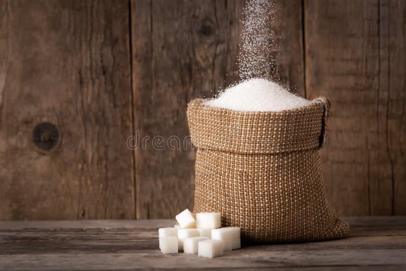 Azúcar en saco de la arpillera imágenes de archivo libres de regalías