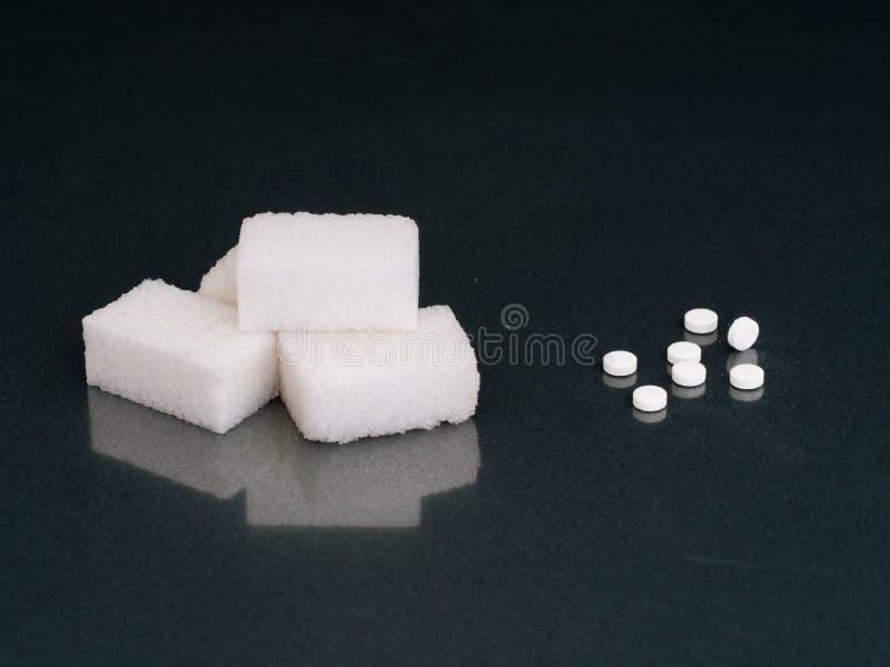 Azúcar o edulcorante artificial La opción imágenes de archivo libres de regalías