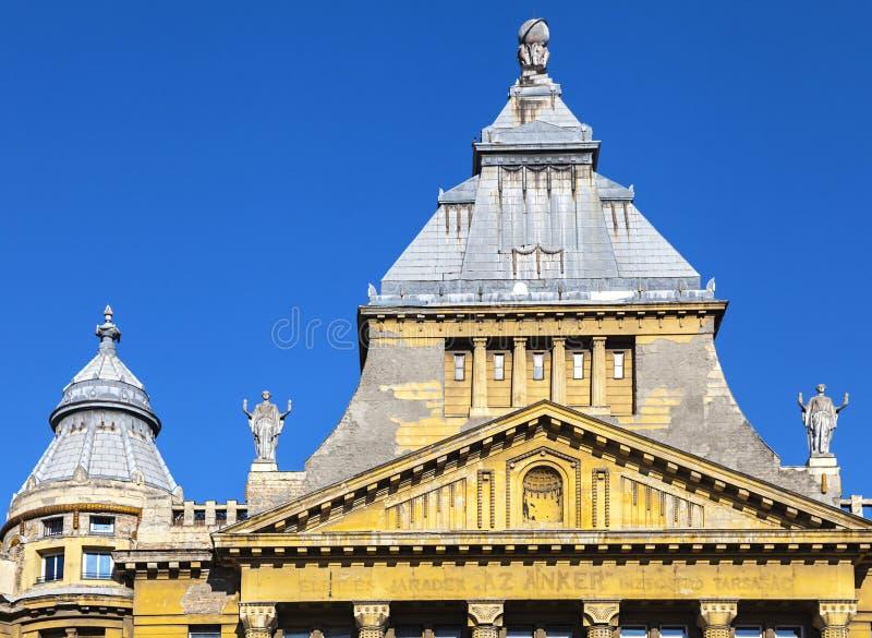 Az Anker de bouw in Deak Ference Square in Boedapest stock afbeeldingen