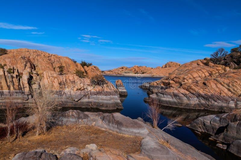 AZ-Prescott-granit Dells-pil sjö royaltyfri fotografi