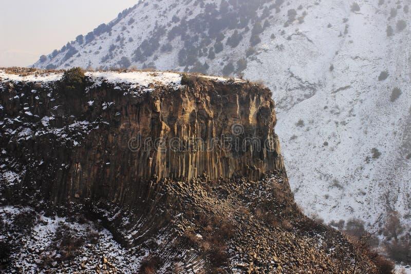 Azat河石头峡谷和交响乐在Garni附近的在冬天 免版税库存照片
