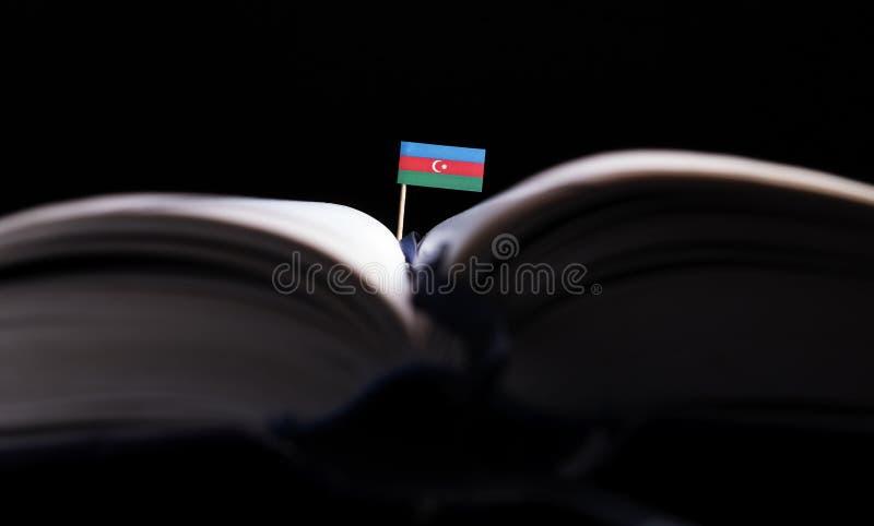 Download Azebaijan-Flagge Mitten In Dem Buch Stockbild - Bild von mittlere, idee: 96932539