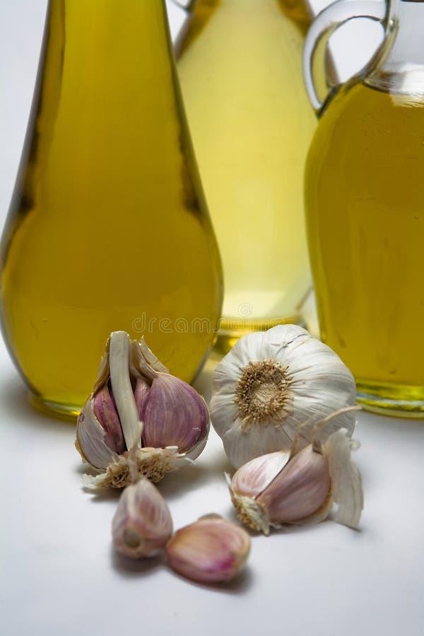 Azeitona e alho virgens extra do óleo fotos de stock royalty free