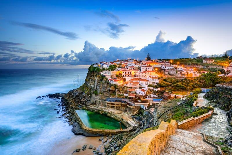Azenhas do Mar Seaside Stad stock afbeeldingen