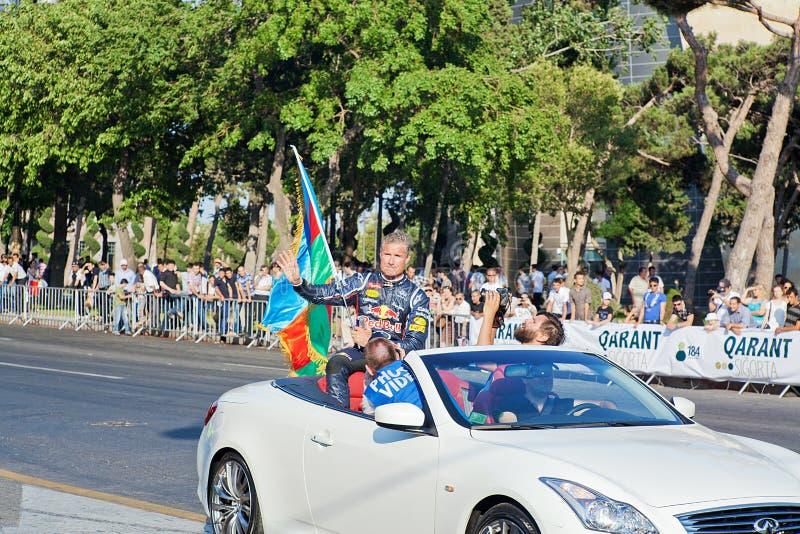 AZERBAIJAN, BAKU - JUNI 17: De golven van David Coulthard aan toeschouwers royalty-vrije stock afbeeldingen