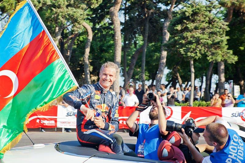 AZERBAIJAN, BAKU - JUNI 17: De golven van David Coulthard aan toeschouwers stock foto