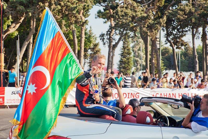 AZERBAIJAN, BAKU - JUNI 17: De golven van David Coulthard aan toeschouwers stock afbeeldingen