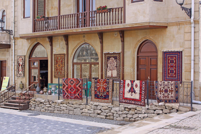 azerbaijan baku Veiw van stadsstraten Oude Stad Tapijtwinkel stock foto