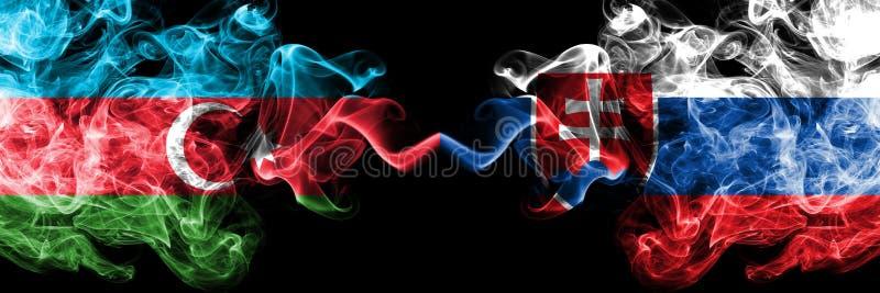 Azerbaijan, Eslovaquia, banderas ahumadas coloridas gruesas de la competencia eslovaca Juegos europeos de las calificaciones del  imagenes de archivo