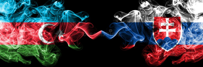 Azerbaijan, Eslovaquia, eslovaca, banderas ahumadas coloridas gruesas de la competencia del tir?n Juegos europeos de las califica foto de archivo