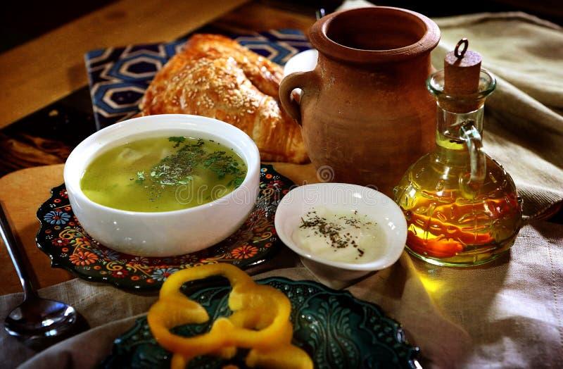Azerbajdzjanska klimpar som göras av lagad mat deg med kött arkivbild