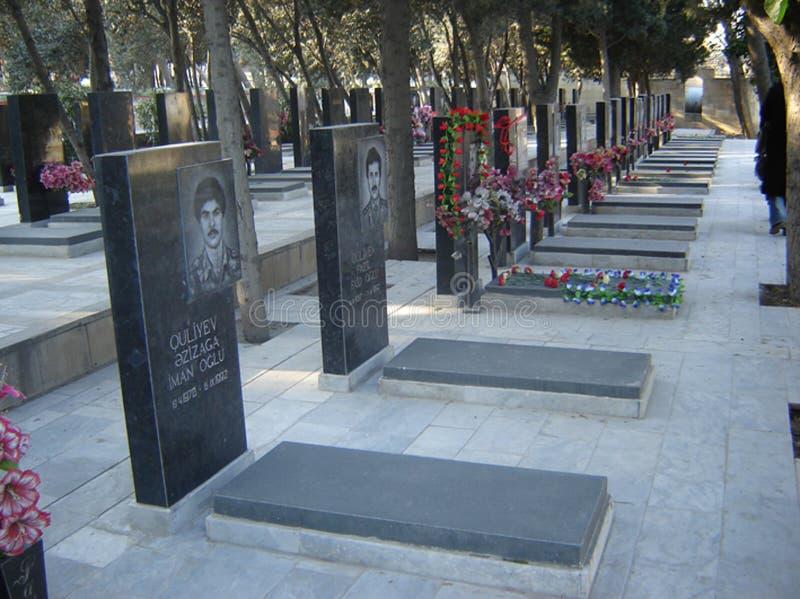 Azerbeidzjan, Baku, 20 Januari, 2007 Mensen die Steeg van Martelaren op verjaardag van 20 Januari-tragedie bezoeken wanneer Sovje stock fotografie