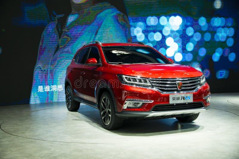 Azië China, Peking, de internationale automobiele tentoonstelling van 2016, Binnententoonstellingszaal, Internet-auto, Roewe SUV_ royalty-vrije stock afbeeldingen