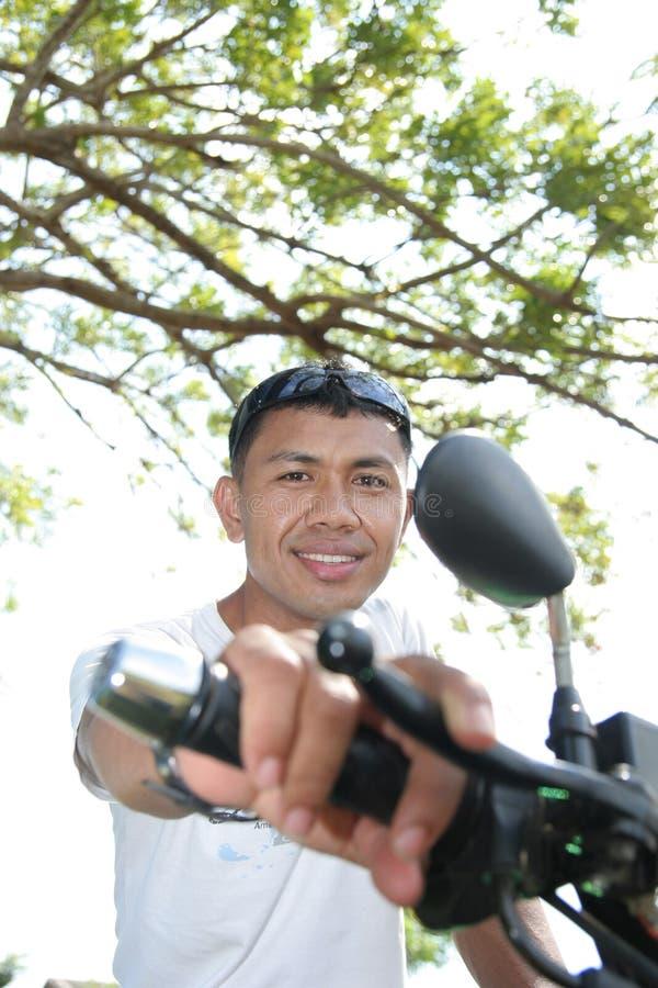 Aziaat op motorfiets royalty-vrije stock foto's