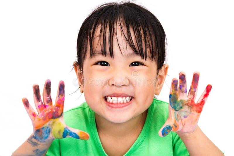 Aziaat Weinig Chinees en Meisje die spelen schilderen stock afbeeldingen