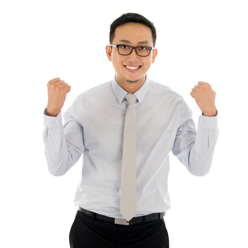 Aziatisch bedrijfs mannelijk het vieren succes stock fotografie