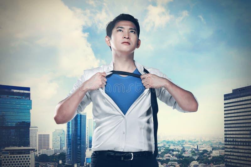 Aziatisch bedrijfsmensen open overhemd zoals super held royalty-vrije stock foto